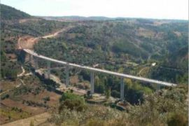 "<div style=""text-align:center; color:white;""><div style=""font-size:17px; "">Quintanilha International Bridge</div><br>Client:  EP, Estradas de Portugal, E.P.E <br>Year: 2008 – 2008</div>"