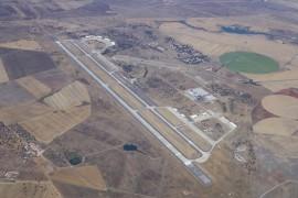 "<div style=""text-align:center; color:white;""><div style=""font-size:17px; "">Runway at Beja Air Base </div><br>Client: Dir. de Serviços e Infra-Estrutura da Força Aérea<br>Year: 1963 – 1971</div>"