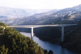 "<div style=""text-align:center; color:white;""><div style=""font-size:17px; "">Bridge over the Douro River in Resende</div><br>Client: Município de Resende e de Baião<br>Year: 1996 – 1998</div>"