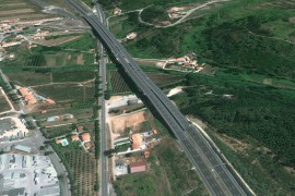 "<div style=""text-align:center; color:white;""><div style=""font-size:17px; "">Alfeizerão Flyover on the A8</div><br>Client: Auto-Estradas do Atlântico<br>Year: 1999 – 2001</div>"