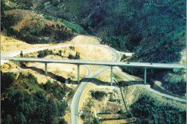 "<div style=""text-align:center; color:white;""><div style=""font-size:17px; "">Bridge over Ribeira da Selgã</div><br>Client: JAE – Junta Autónoma de Estradas <br>Year: 1991 – 1992</div>"