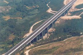 "<div style=""text-align:center; color:white;""><div style=""font-size:17px; "">Viaduct at Lousado</div><br>Client: Brisa SA<br>Year: 1996 – 1998 </div>"