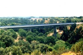 "<div style=""text-align:center; color:white;""><div style=""font-size:17px; "">Espinhaço de Cão Bridge (South Line)</div><br>Client: REFER<br>Year: 2000 – 2002</div>"