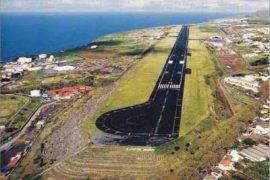 """<div style=""""text-align:center; color:white;""""><div style=""""font-size:17px; """">Aéroport João Paulo II (São Miguel, Açores)*</div><br>Client: Dir. Geral de Aeronáutica Civil<br>Année: 1965 – 1967</div>"""