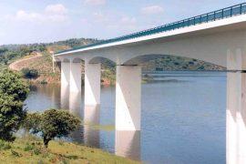 """<div style=""""text-align:center; color:white;""""><div style=""""font-size:17px; """">Pont sur la Ribeira Amieira et Degebe*</div><br>Client: EDIA<br>Année: 1999 – 2001</div>"""