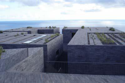 """<div style=""""text-align:center; color:white;""""><div style=""""font-size:17px; """">Centre pour les Arts et Conférences Casa das Mudas*</div><br>Client: Ponte do Oeste<br>Années: 2001 – 2003</div>"""