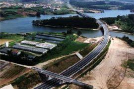 """<div style=""""text-align:center; color:white;""""><div style=""""font-size:17px; """">I.P.6 – Peniche – I.C.1 – Interconnexion avec Caldas da Rainha</div><br>Client: ICOR – Instituto para a Construção Rodoviária<br>Année: 2004 – 2004</div>"""