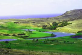 """<div style=""""text-align:center; color:white;""""><div style=""""font-size:17px; """">Golf Porto Santo</div><br>Client: Sociedade de Desenvolvimento de Porto Santo<br>Année: 2001 – 2003</div>"""