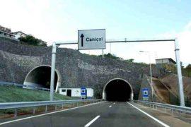 """<div style=""""text-align:center; color:white;""""><div style=""""font-size:17px; """">Voie Express Machico/Caniçal (Double tunnel de Caniçal)*</div><br>Client: Governo Regional da Madeira<br>Année:  2001 – 2004</div>"""