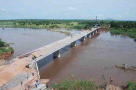 """<div style=""""text-align:center; color:white;""""><div style=""""font-size:17px; """">Pont sur la rivière Lugela (Mozambique)</div><br>Client: Administração Nacional de Estradas<br>Année: 2006 – 2007</div>"""