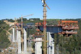 """<div style=""""text-align:center; color:white;""""><div style=""""font-size:17px; """">Pont sur la Ribeira da Vidigueira</div><br>Client: Mafratlântico<br>Année: 2005 – 2007</div>"""