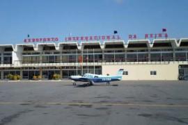 """<div style=""""text-align:center; color:white;""""><div style=""""font-size:17px; """">Aeroporto Internacional da Beira</div><br>Cliente: Dir. Geral de Aeronáutica Civil<br>Ano: 1955 – 1960</div>"""