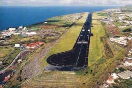 """<div style=""""text-align:center; color:white;""""><div style=""""font-size:17px; """">Aeroporto João Paulo II * (São Miguel, Açores)</div><br>Cliente: Dir. Geral de Aeronáutica Civil<br>Ano: 1965 – 1967</div>"""