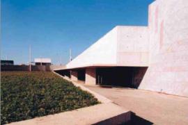 """<div style=""""text-align:center; color:white;""""><div style=""""font-size:17px; """"> Parque Subterrâneo Gonçalves Zarco</div><br>Cliente: Porto 2001, SA <br>Ano: 2001 – 2001</div>"""