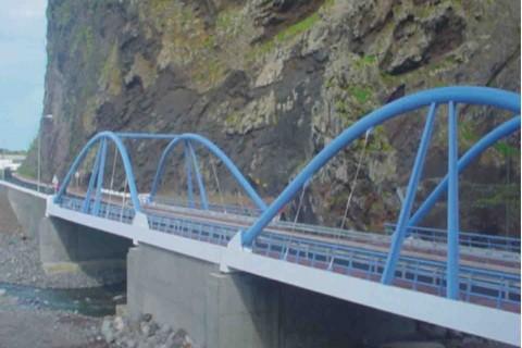 """<div style=""""text-align:center; color:white;""""><div style=""""font-size:17px; """">Ponte sobre a Ribeira de São Vicente</div><br>Cliente: SRESA (R.A. Madeira)<br>Ano: 2001 – 2003</div>"""
