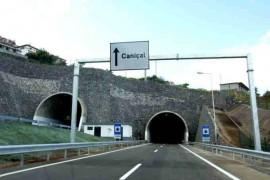 "<div style=""text-align:center; color:white;""><div style=""font-size:17px; "">Via Rápida Machico / Caniçal (Túnel duplo do Caniçal)*</div><br>Cliente: Governo Regional da Madeira<br>Ano: 2001 – 2004</div>"