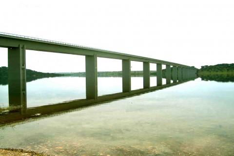 """<div style=""""text-align:center; color:white;""""><div style=""""font-size:17px; """">Beneficiação da Ponte Marechal Carmona (V.F.Xira)</div><br>Cliente: JAE<br>Ano: 1997 – 1998</div>"""