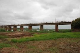 """<div style=""""text-align:center; color:white;""""><div style=""""font-size:17px; """">Alargamento da Ponte sobre o Rio Licungo (Moçambique)</div><br>Cliente: Estradas de Moçambique<br>Ano: 2008 – 2009</div>"""