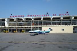 """<div style=""""text-align:center; color:white;""""><div style=""""font-size:17px; """">Beira International Airport</div><br>Client: Dir. Geral de Aeronáutica Civil<br>Year: 1955 – 1960</div>"""