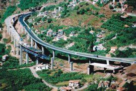 "<div style=""text-align:center; color:white;""><div style=""font-size:17px; "">Amoreira Viaduct</div><br>Client: JSRESA (R.A. Madeira)<br>Year: 1994 – 1995 </div>"