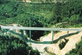 "<div style=""text-align:center; color:white;""><div style=""font-size:17px; "">Bridge over Ribeira da Lomba</div><br>Client: JAE – Junta Autónoma de Estradas <br>Year: 1992 – 1993</div>"