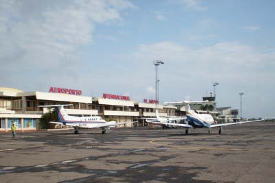 "<div style=""text-align:center; color:white;""><div style=""font-size:17px; "">Aeroporto de Maputo (Moçambique) </div><br>Cliente: Dir. Geral de Aeronáutica Civil<br>Ano: 1952 – 1962</div>"