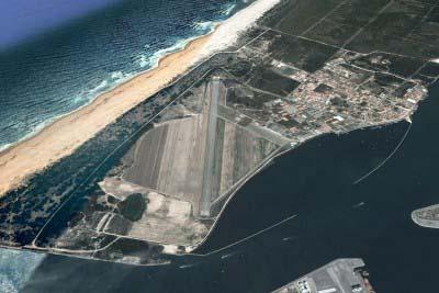"""<div style=""""text-align:center; color:white;""""><div style=""""font-size:17px; """">Base Aeronaval de Ovar</div><br>Cliente: CLAFA/OTAN<br>Ano: 1983 – 1984</div>"""