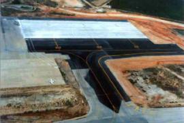 """<div style=""""text-align:center; color:white;""""><div style=""""font-size:17px; """">Aeroporto Internacional de Faro</div><br>Cliente: ANA, EP <br>Ano: 1999 – 1999</div>"""