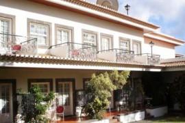 """<div style=""""text-align:center; color:white;""""><div style=""""font-size:17px; """">Albergaria Penha de França no Funchal</div><br>Cliente: Muriel & Ribeiro<br>Ano: 1999 – 1999</div>"""
