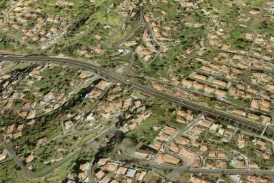 "<div style=""text-align:center; color:white;""><div style=""font-size:17px; "">Via Rápida Funchal / Aeroporto, 1º e 2º fases *</div><br>Cliente: Governo Regional da Madeira<br>Ano: 1992 – 2001</div>"