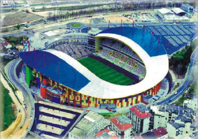 "<div style=""text-align:center; color:white;""><div style=""font-size:17px; "">Estádio Municipal de Leiria</div><br>Cliente: Leirisport<br>Ano: 2001 – 2003</div>"