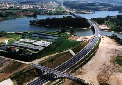 """<div style=""""text-align:center; color:white;""""><div style=""""font-size:17px; """"> I.P.6 – Peniche – I.C.1 – Intercâmbio com Caldas da Rainha </div><br>Cliente: ICOR – Instituto para a Construção Rodoviária <br>Ano: 2004 – 2004</div>"""