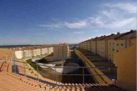 """<div style=""""text-align:center; color:white;""""><div style=""""font-size:17px; """"> Horta dos Vimes em Alenquer</div><br>Cliente: Horta dos Vimes, Sociedade Imobiliária, Lda <br>Ano: 2006 – 2006</div>"""