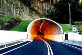 """<div style=""""text-align:center; color:white;""""><div style=""""font-size:17px; """">ER101 – Calheta / Prazeres, 1º fase *</div><br>Cliente: Governo Regional da Madeira<br>Ano: 1997 – 2000</div>"""