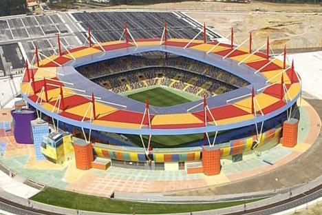 "<div style=""text-align:center; color:white;""><div style=""font-size:17px; "">Estádio Municipal de Aveiro</div><br>Cliente: EMA<br>Ano: 2001 – 2003</div>"