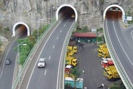 """<div style=""""text-align:center; color:white;""""><div style=""""font-size:17px; """">Via Rápida Câmara de Lobos / Ribeira Brava, 1ºe 2º fases (Madeira) *</div><br>Cliente: Governo Regional da Madeira<br>Ano: 1991 – 1997</div>"""