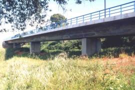 """<div style=""""text-align:center; color:white;""""><div style=""""font-size:17px; """">Ponte do Barranco (Linha do Sul)</div><br> Cliente: REFER <br>Ano: 2000 – 2002</div>"""